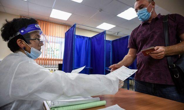 Rússia tem eleições regionais com o envenenamento de Navalny como pano de fundo