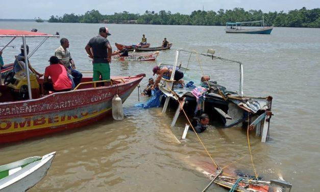 Ribeirinhos encontram corpo de criança desaparecida após acidente de barco em Abaetetuba, no PA