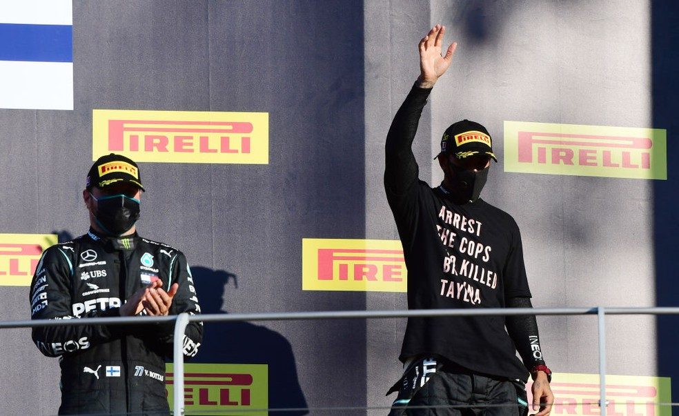 """FIA não vai investigar Hamilton por protesto; piloto reafirma luta por igualdade: """"Não vou parar"""""""
