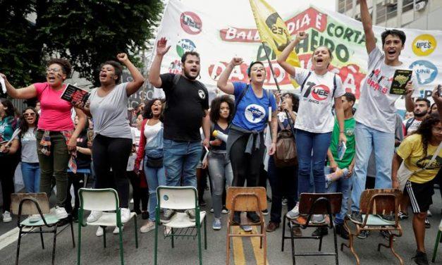 Sindicatos de docentes tentam impedir retorno na Justiça