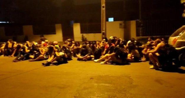 Festa promovida por facção criminosa com 120 pessoas é fechada pela PM em MT