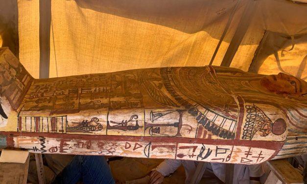 Egito descobre 27 sarcófagos de mais de 2.500 anos