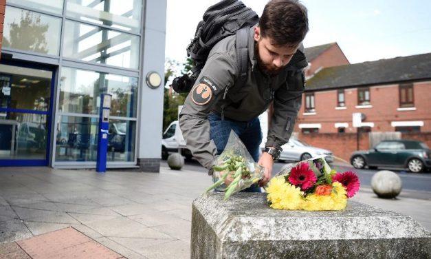 Detento atira e mata policial em delegacia de Londres