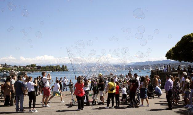 Suíça aprova, em referendo, garantia de licença-paternidade; entenda