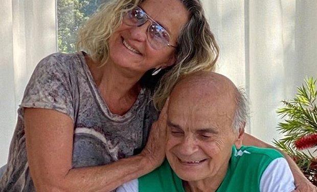 Regina Braga encanta a web em clique com o marido, Drauzio Varella