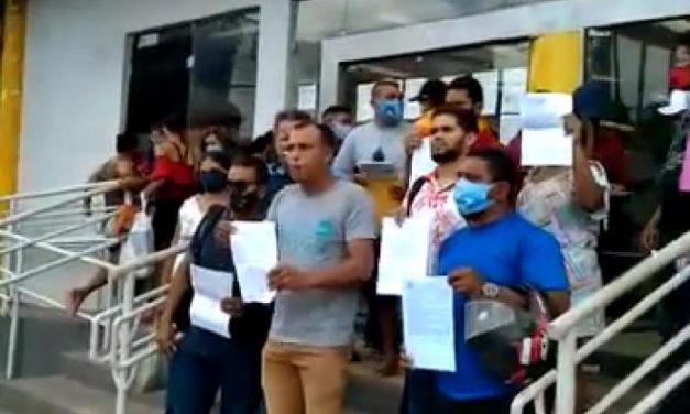 Candidatos a vereadores fazem protesto por dificuldade em abrir conta eleitoral em Moju