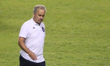 """Bonamigo mantém dúvida sobre substituto de Tcharlles e pede tempo para """"construir"""" mudanças"""