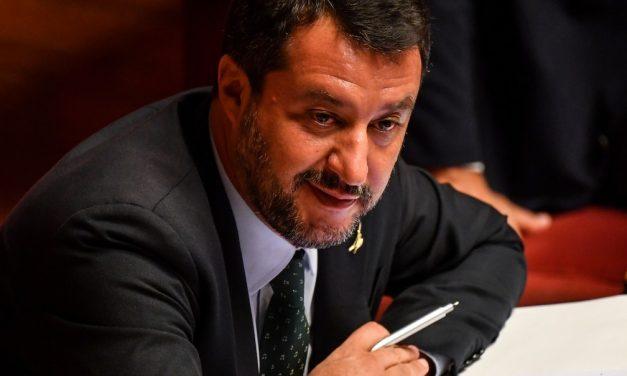 Juiz da Itália adia audiência de caso de líder de direita que impediu desembarque de imigrantes
