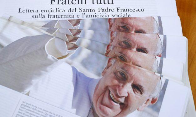 Papa critica políticas neoliberais de economia em encíclica que cita Vinicius de Morais