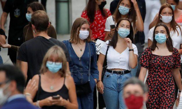 """OMS: vírus mergulha mundo em """"período difícil"""" e ameaça 90% do planeta"""