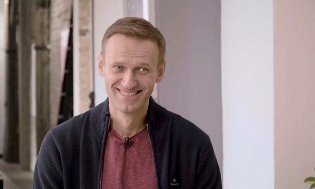 Navalny diz que está melhor e que voltará à Rússia em breve