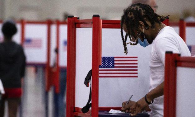 Quase 4 milhões já votaram nos EUA, indicando comparecimento recorde