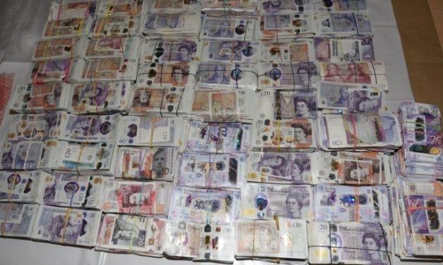 Mulher é presa em aeroporto com quase R$ 14 milhões escondidos em bagagens