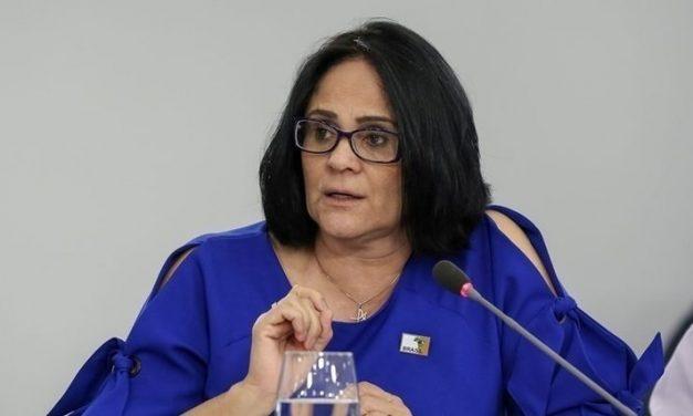 Conselho de direitos humanos vê intervenção de Damares e cancela reunião