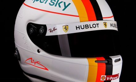 Vettel presta homenagem a Schumacher no capacete na corrida de Nürburgring