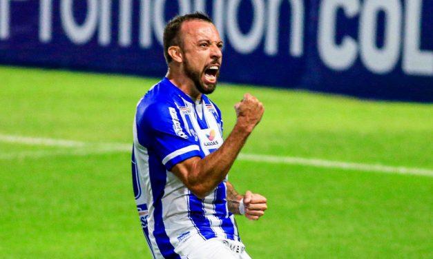 Atacante do CSA, Paulo Sérgio marca 3 gols contra o Paraná e assume a artilharia do Brasil