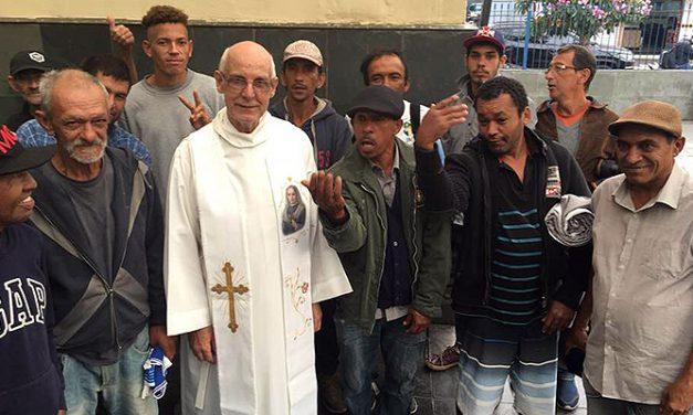 Papa Francisco liga para padre Julio Lancellotti e diz que religioso é 'mensageiro de Deus'