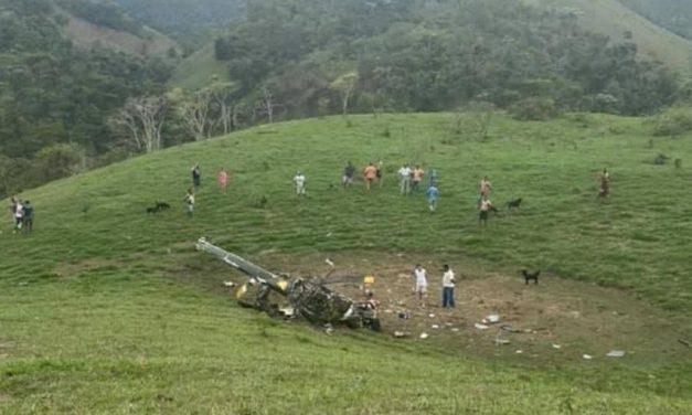 Helicóptero cai e mata duas pessoas