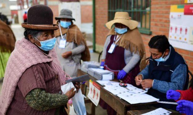 Bolivianos começam a votar, um ano após renúncia de Evo Morales