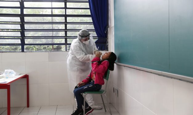 Brasil reduz testes de Covid em setembro, e especialistas alertam: taxa de positivos segue alta