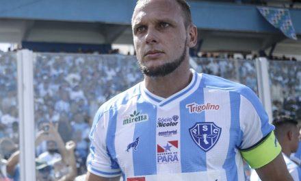 """Micael fala de briga do Paysandu contra o rebaixamento: """"Prefiro olhar para cima"""""""
