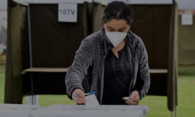 Chilenos vão às urnas para decidir sobre mudança na Constituição