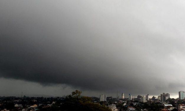 Formação de ciclone no litoral pode causar tempestades em nove Estados