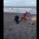 Vendedores de picolé, Thor e Flash travam batalha 'épica'; assista