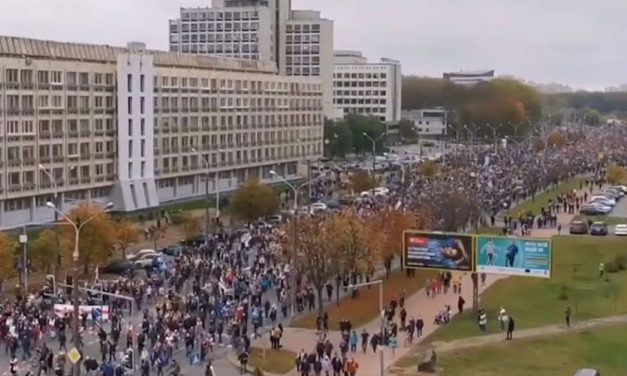No último dia de ultimato, ditadura usa balas de borracha contra protesto na Belarus