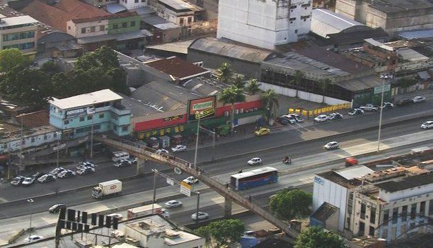 Operação no Complexo da Maré tenta prender foragidos da Justiça