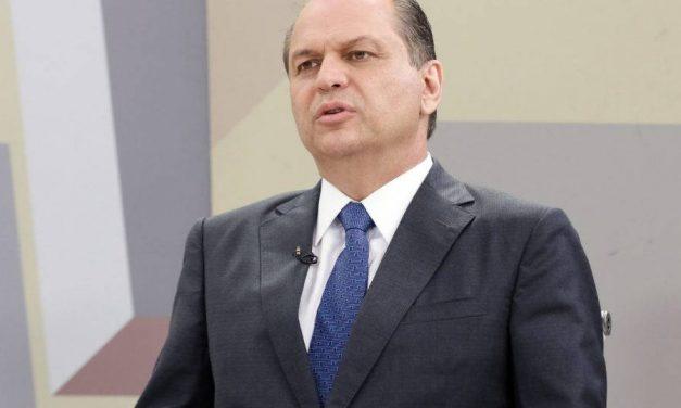 Juristas e políticos reagem a ataque do líder do governo à Constituição