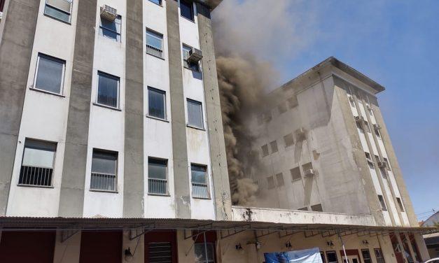 Incêndio atinge o Hospital Federal de Bonsucesso, na Zona Norte do Rio