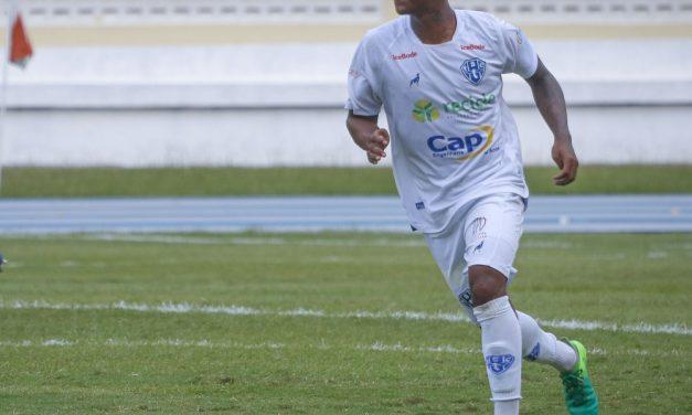"""Volante do Paysandu denuncia racismo na saída de treino e desabafa: """"Dá uma certa revolta"""""""