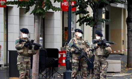 França prende 3º suspeito de ataque com faca em Nice que matou três