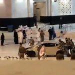 Carro invade Grande Mesquita, em Meca, na Arábia Saudita