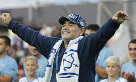 Cirurgia para drenar pequena hemorragia no cérebro de Maradona é feita com sucesso