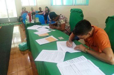 Agricultores de Anajás, no Marajó, assinam projetos de crédito para manejo de açaizais