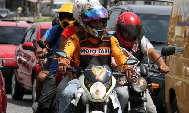 Mototaxistas do interior fazem cursos de capacitação e atualização profissional