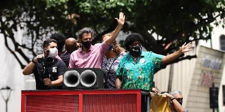 Em carreata com Benedita no Rio, Haddad diz que Flávio Bolsonaro vai ser preso