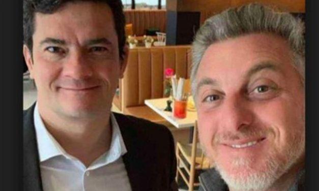Sergio Moro e Luciano Huck negociam aliança para eleição em 2022, diz Folha