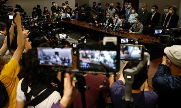 Deputados pró-democracia de Hong Kong anunciam renúncia em bloco após cassação