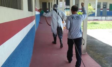 Escolas da rede estadual e municipal passam por desinfecção para votação