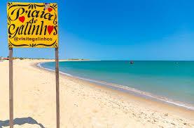 Galinhos, no RN, tem praias isoladas, farol à beira-mar e montanhas de sal como paisagem