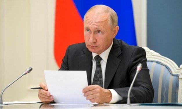 Em cúpula do Brics, Putin diz ter três vacinas em desenvolvimento