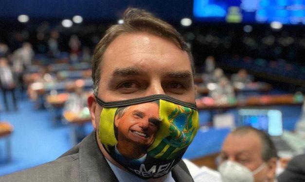 MP acusa Flávio Bolsonaro de omitir investimentos em ações da Receita