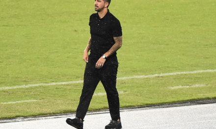 """Emiliano Díaz reconhece momento difícil do Botafogo: """"Falar pouco e trabalhar muito"""""""