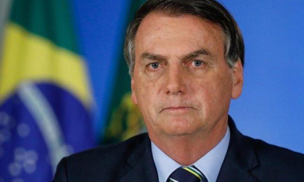 Bolsonaro volta a defender 'boi-bombeiro' para apagar fogo do Pantanal