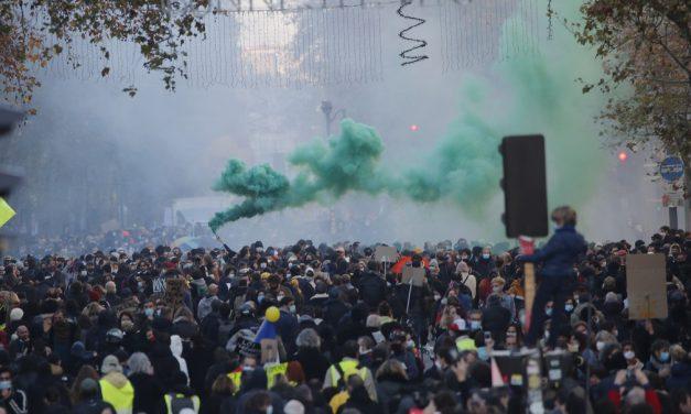 Milhares protestam contra lei de segurança na França, abalada pela violência policial
