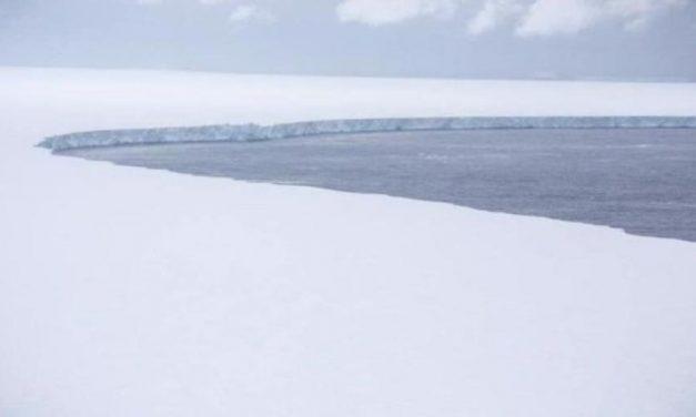 Maior iceberg do mundo é registrado em voo militar; veja fotos