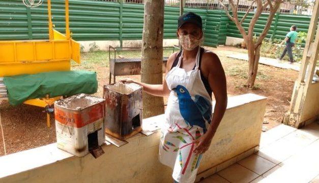 'Passei a cozinhar com carvão': como a inflação deve afetar os mais pobres em 2021